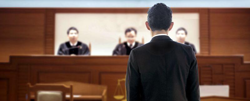 Se défendre seul en cour: pourquoi vaut mieux choisir un avocat